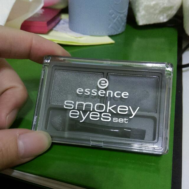 含運 Essence 煙燻眼影盤04