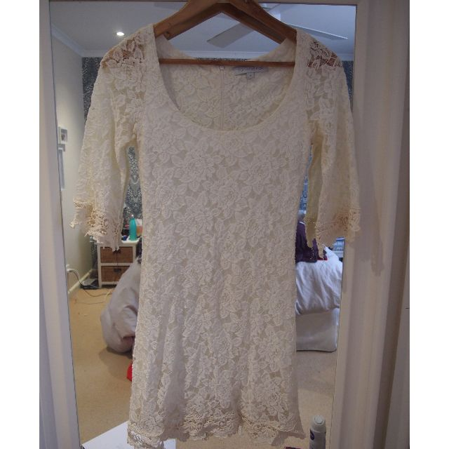 Forever New Long Sleeve Lace Dress - Size 6-8