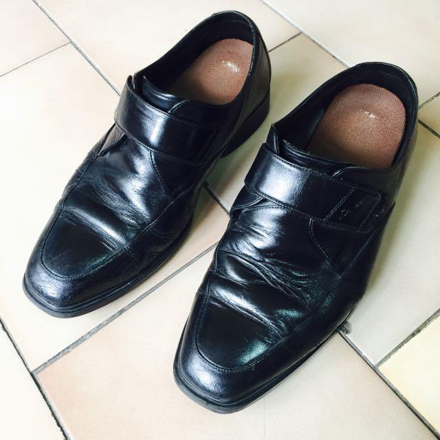 La New 黑皮鞋