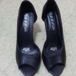 黑色半裸高跟鞋
