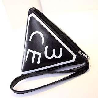 現貨3CE經典三角手拿包 黑白