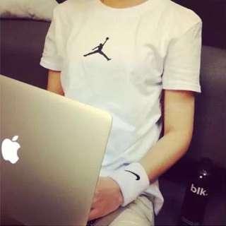 Jordan白色短T