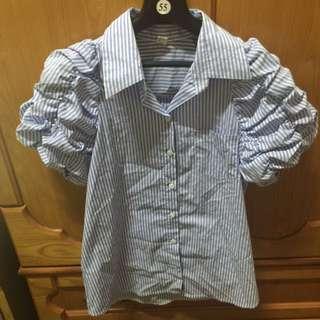 正韓貨。藍色條紋襯衫。袖子彭彭的喔!。9成9新喔!
