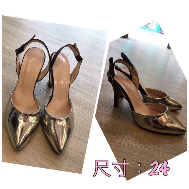 《全新》尖頭細跟銀色高跟鞋(零碼24)