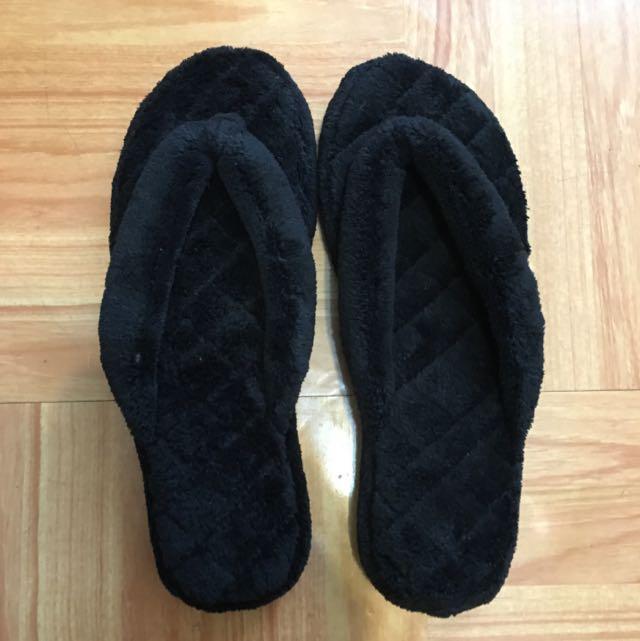 毛茸茸拖鞋