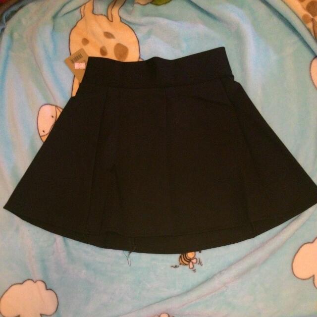 全新-黑色後拉鍊短裙(防走光內裡)