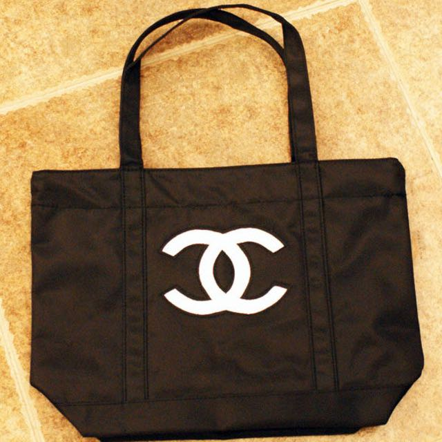 49f1d98889f4 ✅Avail❗ ❗️New Authentic Chanel VIP VANITY GIFT tote Bag Chanel ...