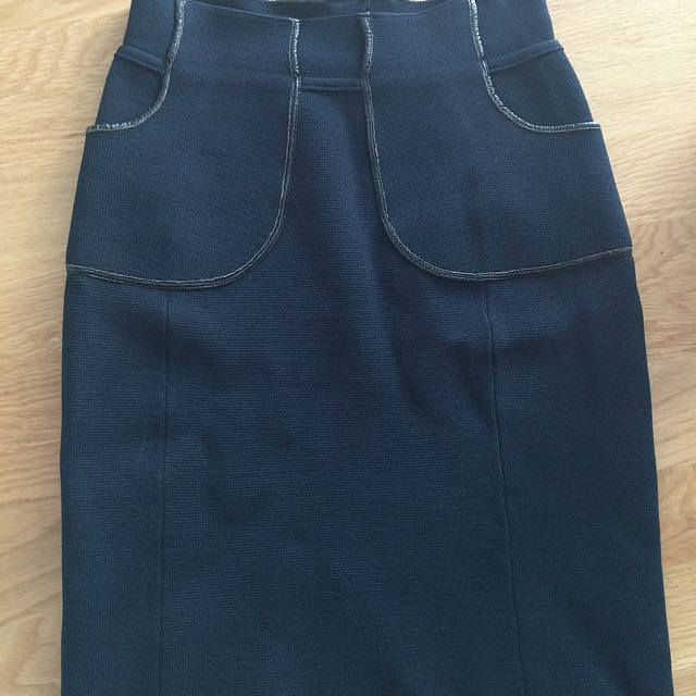 Scanlan Theodore Crepe Skirt 8 Navy Leather Trim