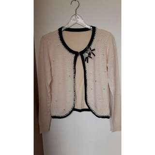全新香奈爾風針織杏色珍珠鑲鑽黑色滾邊長袖小外套