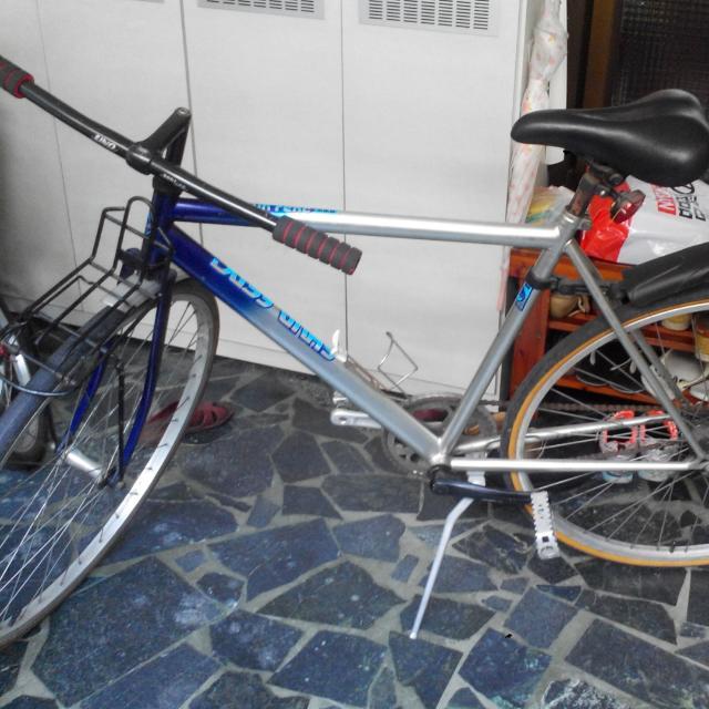 二手腳煞腳踏車,注意並非後面的摩托車!!!(如果真心想要,可接受議價喔!)