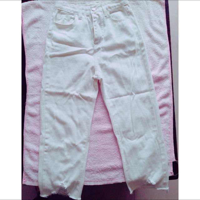 (韓貨)白色褲腳刷破九分牛仔褲💕💕