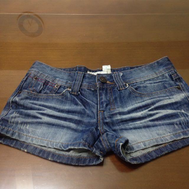 刷色牛仔短褲