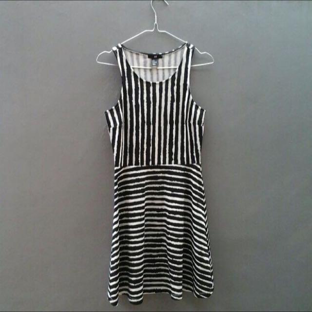 Disc 50% H&M Black & White Stripes Dress (monochrome)