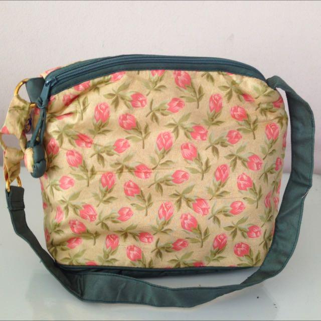 Naraya Flowe Sling Bag