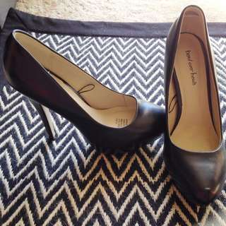 Head Over Heels Sz 8 Pumps
