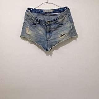 Zara 淺色牛仔褲