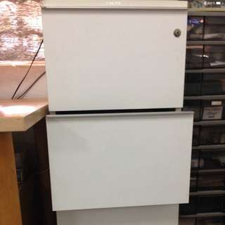 Drop-in File Cabinet w 3 Drawers.