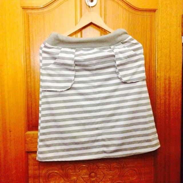灰條紋鬆緊裙~