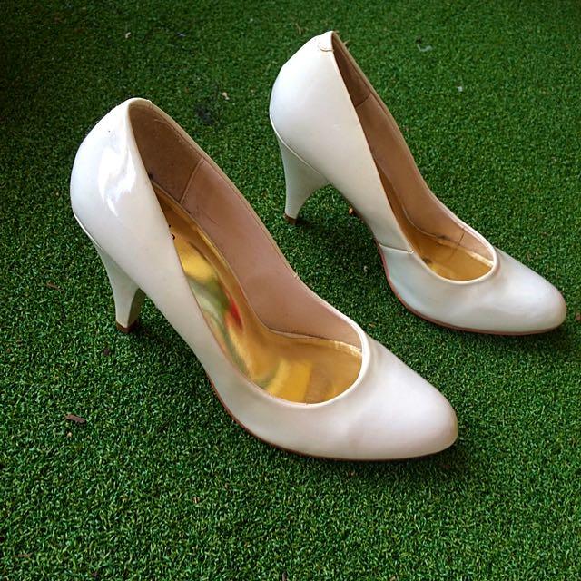 Betts Classy Cream Size 9.5 High Heel