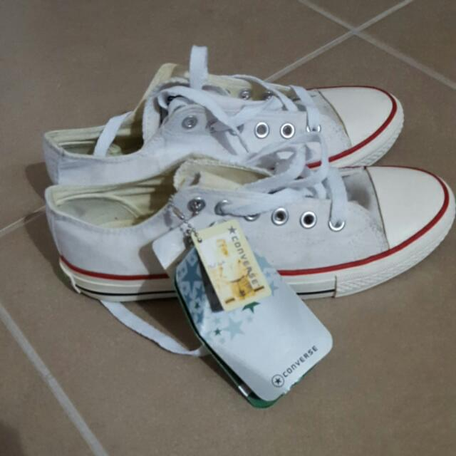 NEW WITH TAGS Converse Chucks White