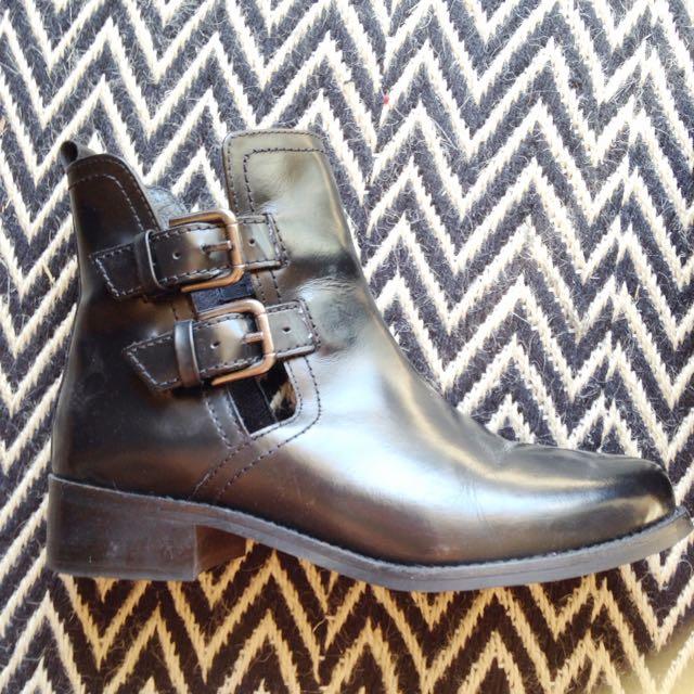 Zu Leather Cassie Cut Out Boot Sz 9