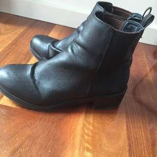 Lipstik Black Boots Size: 9