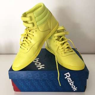 *New Reebok Bright Yellow Trainers Size 9