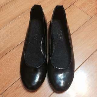 黑色 低跟高跟鞋 亮皮 35號 23.5