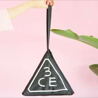 韓國❗️3CE 三角化妝袋 包包 手袋 黑白