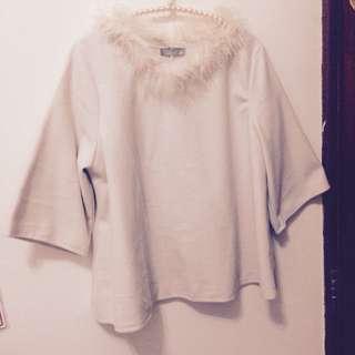 🚚 EYESCREA 粉膚色毛絨領五分袖斗篷上衣
