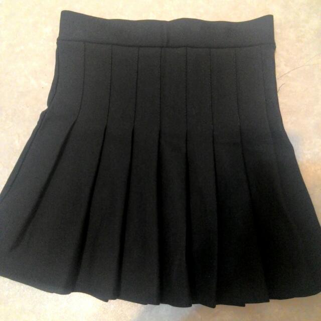 全新黑色百褶高腰短裙