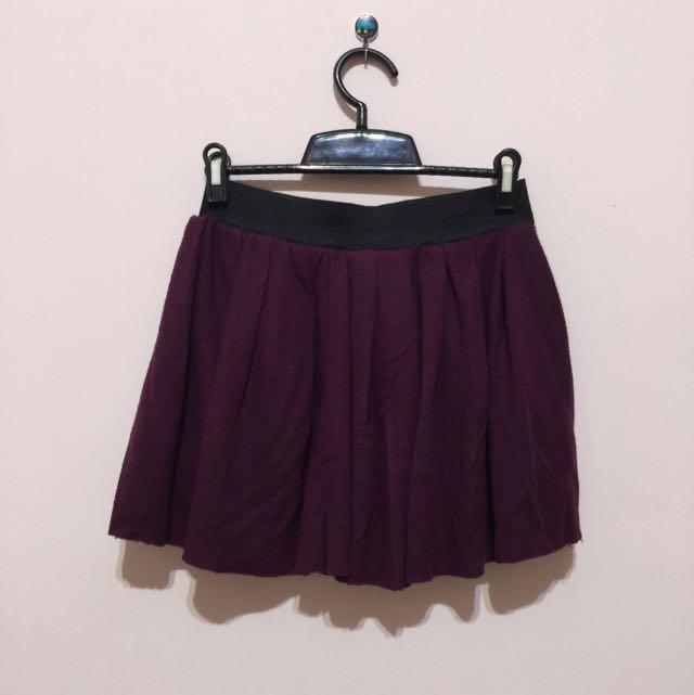 酒紅色短裙
