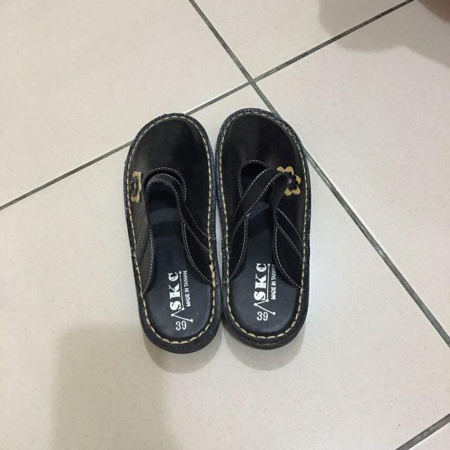 室內拖鞋 (也可以外穿)