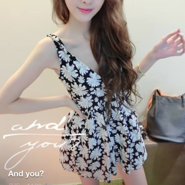 《New Closet》夏日花朵低胸小洋裝