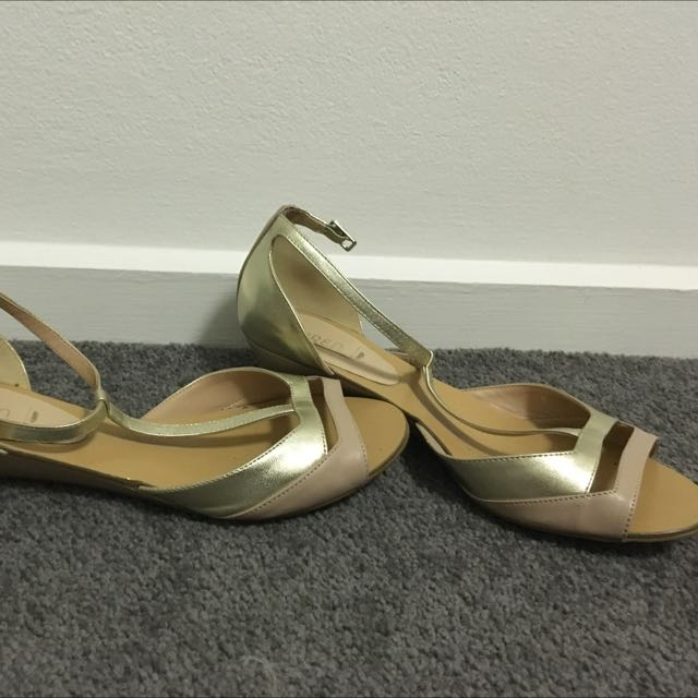 Siren Low Wedge Flats- Gold Peachy Size 6 1/2