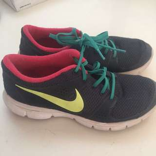 NIKE Runners S8