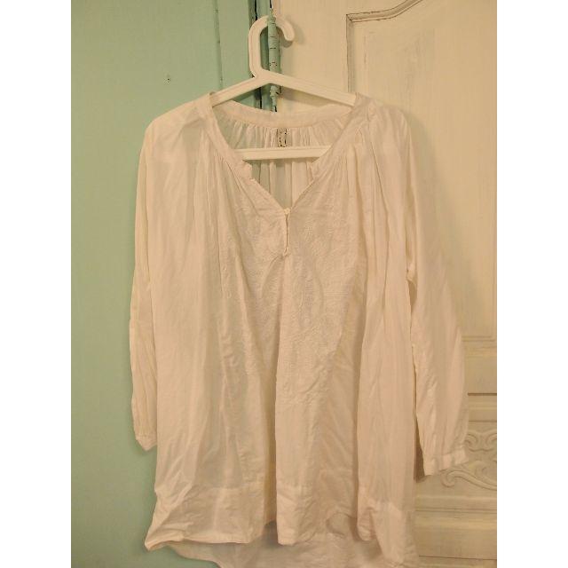 大圖騰純白薄襯衫