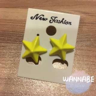🚚 螢光黃星星造型耳環⭐️