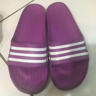 adidas拖鞋