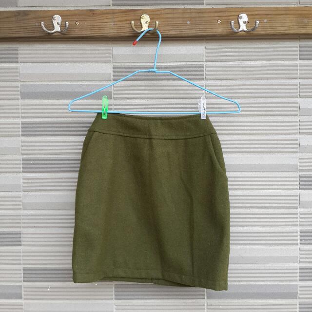 墨綠色毛呢俏麗短裙 (編號38)