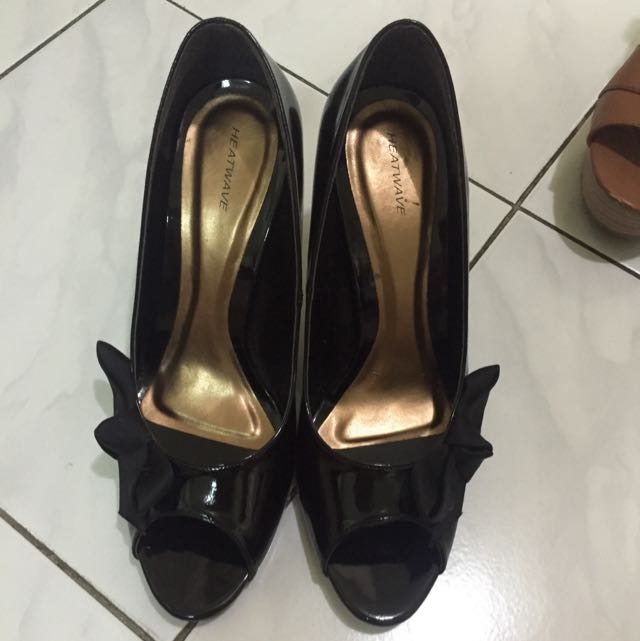 Preloved Heatwave Black Ribbon Shoes Size 7 1/2