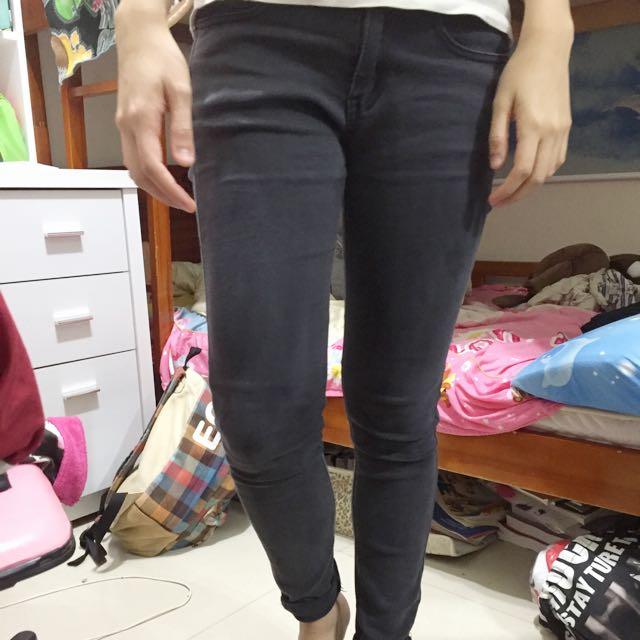 深灰色小直筒牛仔褲L號