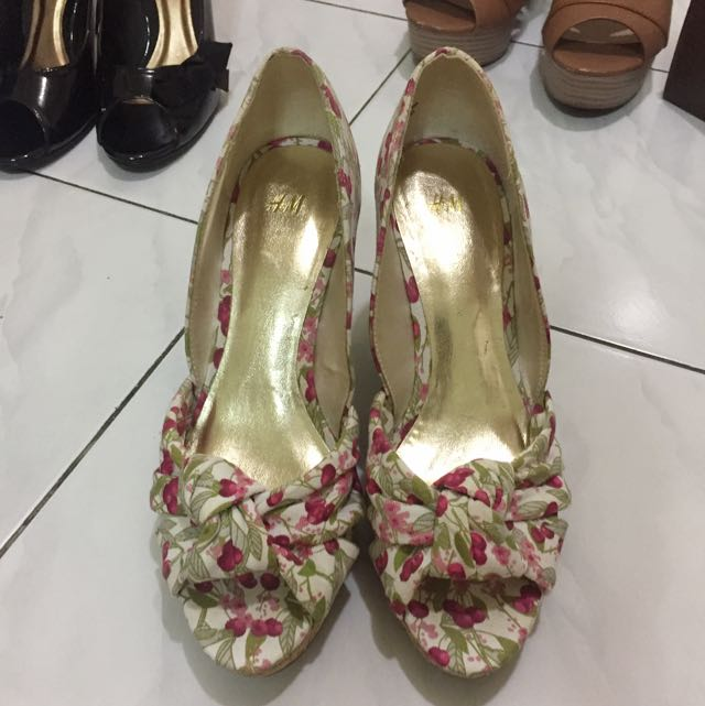 Preloved H&M Floral Wedges Size 38