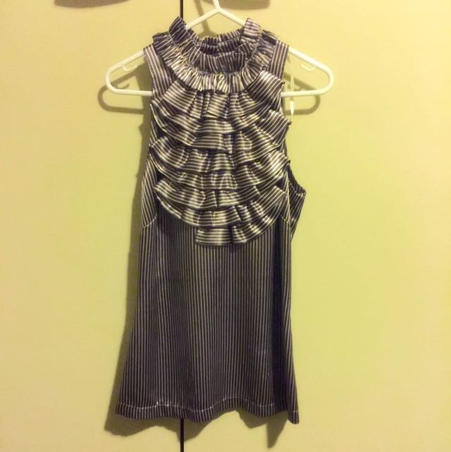 Review Size 6 Satin Ruffled Neck Sleeveless Shirt