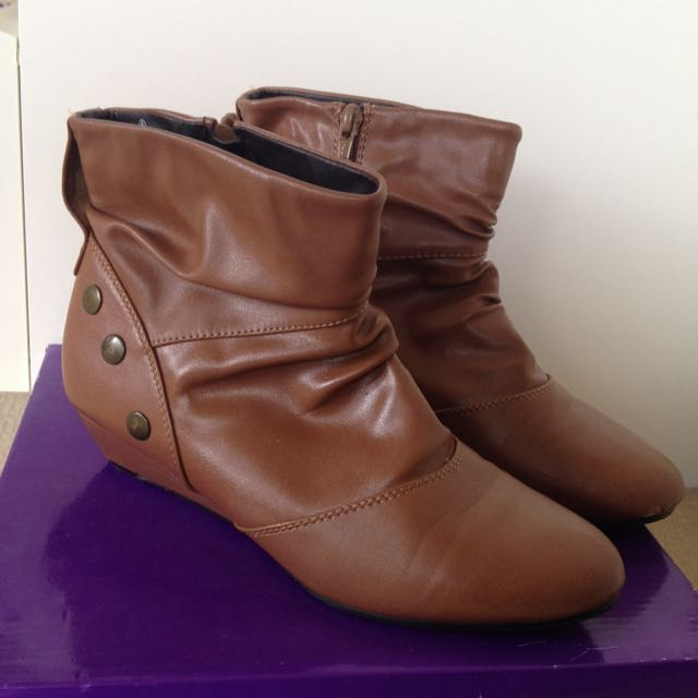 VYBE Tan Boots