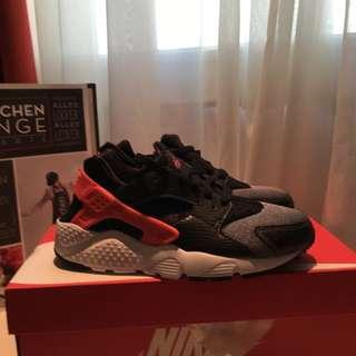 Nike Huarache run 武士鞋 黑白 橘紅 女鞋