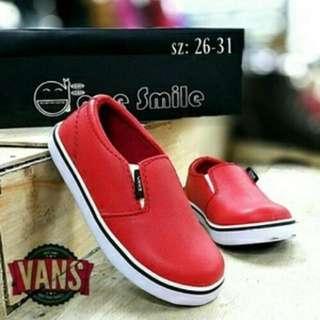 Sepatu anak Vans