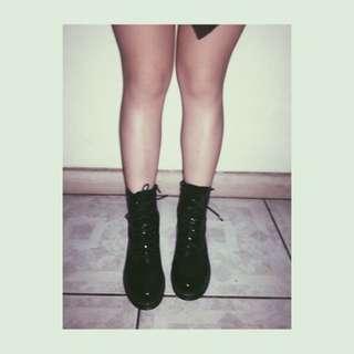 London Rebel黑色漆皮側拉鍊馬丁雨靴asos