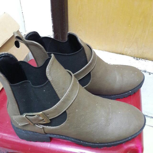 九成新 低跟 棕色短靴 23.5/37