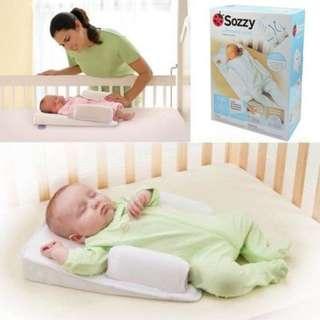 **小饅頭本舖**-SOZZY婴幼兒防吐奶枕/防側翻枕(含運)